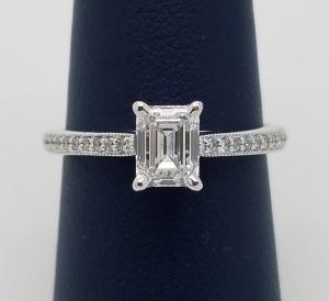 Emerald_Diamond_Ring